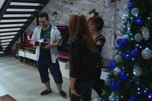 محمود يبحث هدية العيد ستار
